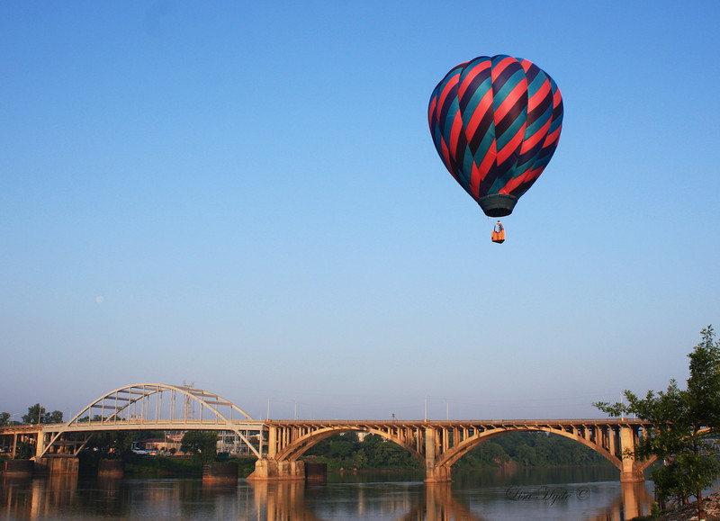 IMG_2985 Hot Air Balloon - Broadway Bridge signed.jpg
