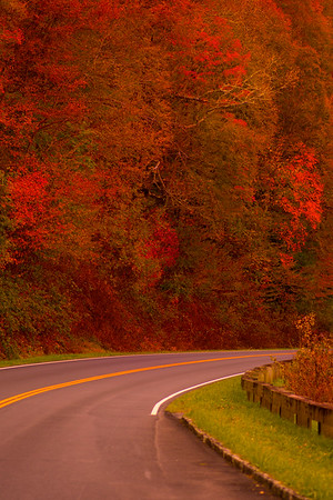 Travel Fall Colors and Mountains Trip