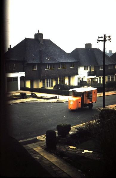 1959-11-20 (27) Milkcart in Cornwell Close.JPG