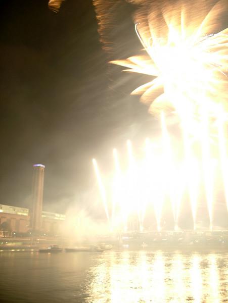 2005_1104southwarkfireworks081_edited-2.JPG