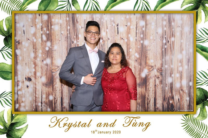 Krystal-Tung-wedding-instant-print-photo-booth-in-Ho-Chi-Minh-City-Chup-hinh-lay-lien-Tiec-cuoi-WefieBox-Photobooth-Vietnam-042.jpg