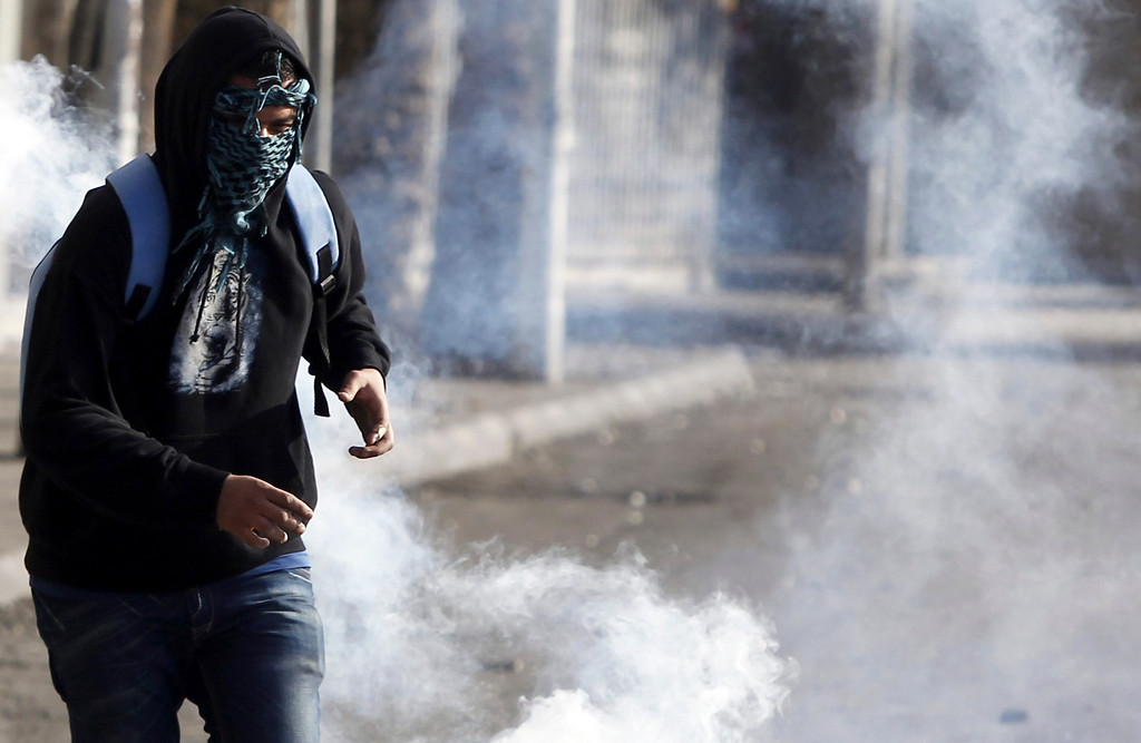 . A protester, who opposes Egyptian President Mohamed Mursi, flees from teargas released by riot police during clashes along Qasr Al Nil bridge, which leads to Tahrir Square in Cairo March 9, 2013.REUTERS/Amr Abdallah Dalsh