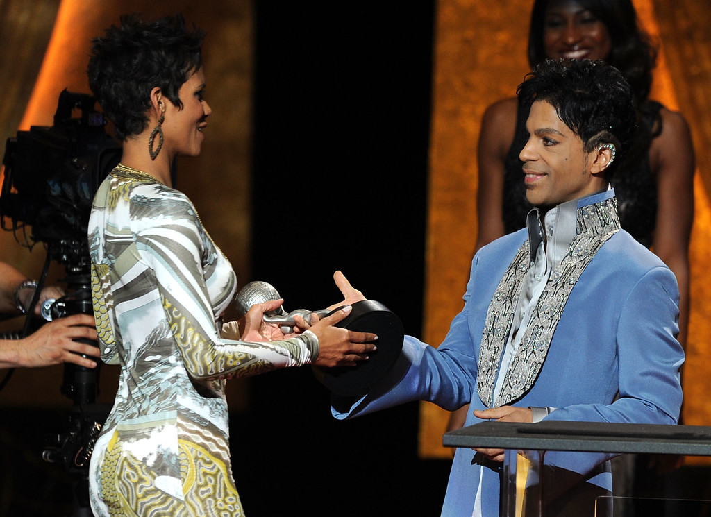 . Actress Halle Berry (L) accepts the award for Outstanding Actress in a Motion Picture for \'Frankie & Alice\' from presenter Prince onstage at the 42nd NAACP Image Awards held at The Shrine Auditorium on March 4, 2011 in Los Angeles, California.  (Photo by Kevin Winter/Getty Images  for NAACP Image Awards)