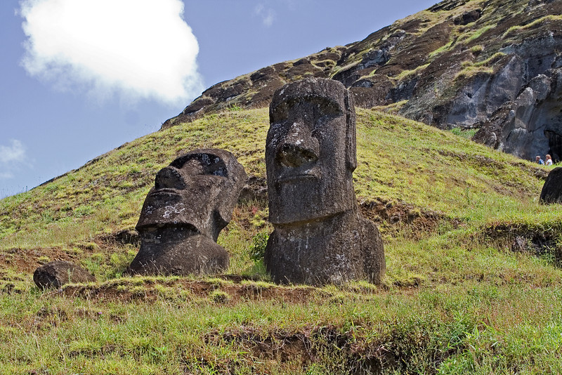 Heads at Rana Rarakku 3.jpg