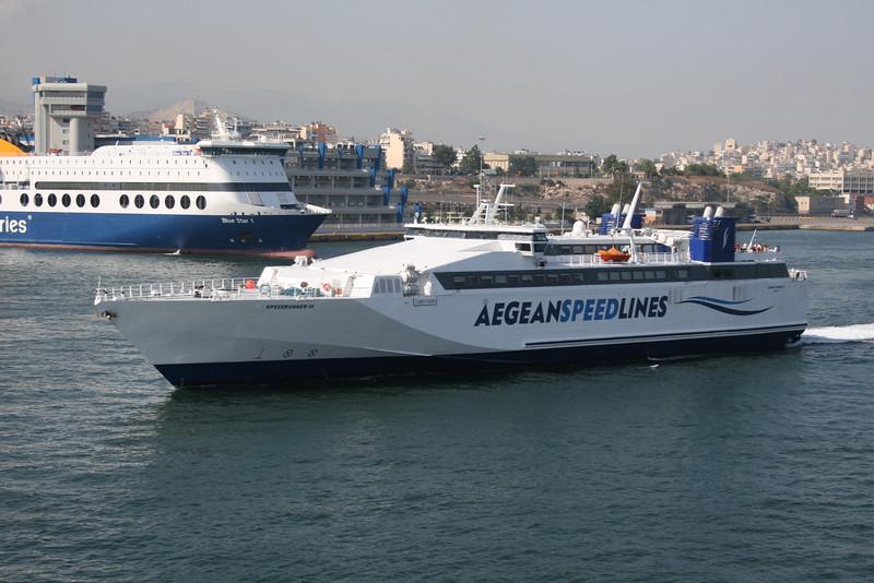 2011 - HSC SPEEDRUNNER III departing from Piraeus.
