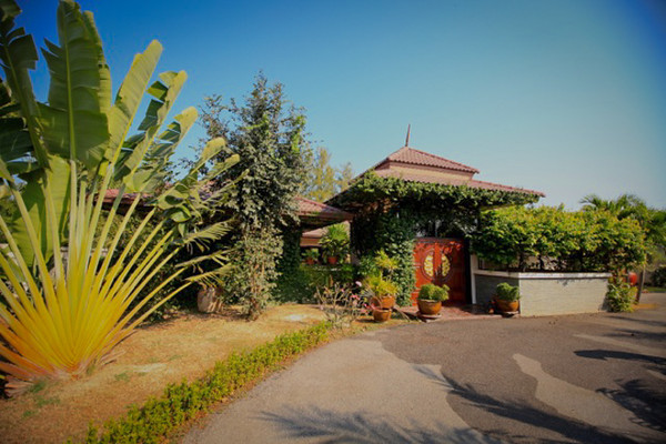 Robin Lowe - Home in Hua Hin