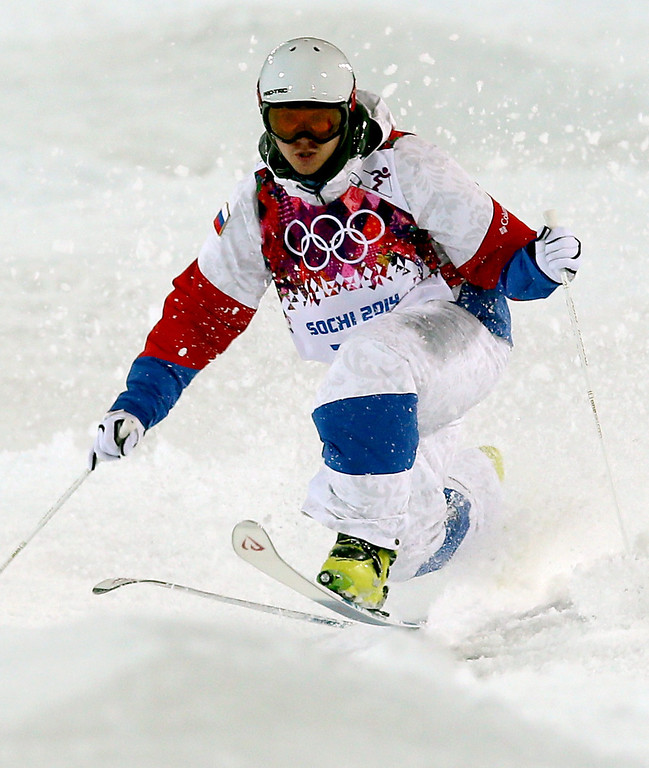 . Sergey Volkov of Russia crashes during  the Freestyle Skiing Men\'s Moguls Qualification 1 at the Sochi 2014 Olympic Games, Krasnaya Polyana, Russia, 10 February 2014.  EPA/SERGEY ILNITSKY