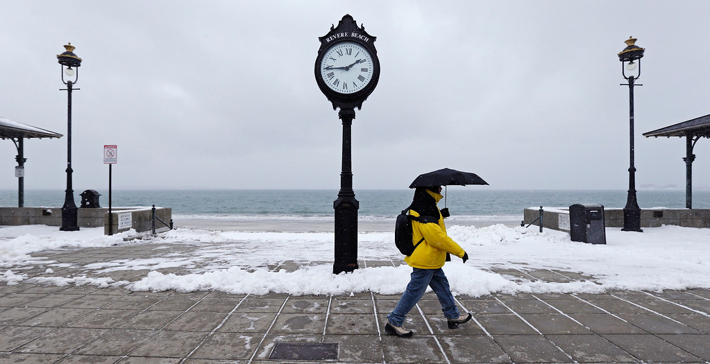 . Edward Norton walks the boardwalk at Revere Beach ahead of a winter storm in Revere, Mass., Monday, Jan. 26, 2015. New England is bracing for a blockbuster blizzard threatening more than 2 feet of snow, hurricane-force winds, coastal flooding and widespread power outages. (AP Photo/Charles Krupa)
