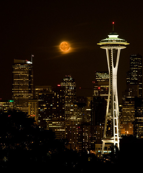 kerry_park_moonrise_09471_half_way-sm.jpg