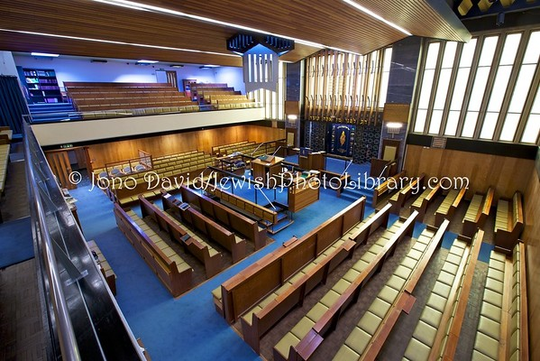 ENGLAND, London. Muswell Hill District Synagogue (8.2016)