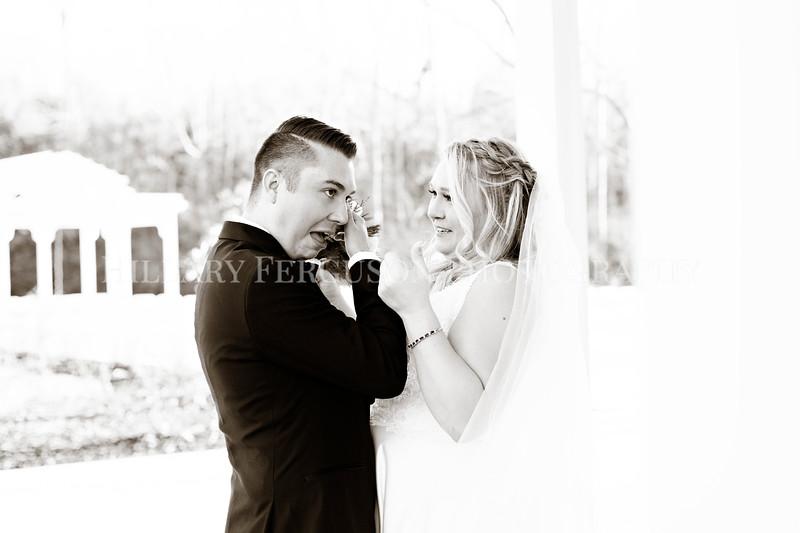 Hillary_Ferguson_Photography_Melinda+Derek_Getting_Ready390.jpg