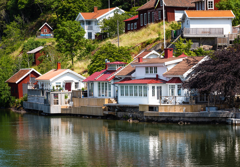 Colorful homes alon the canal side.