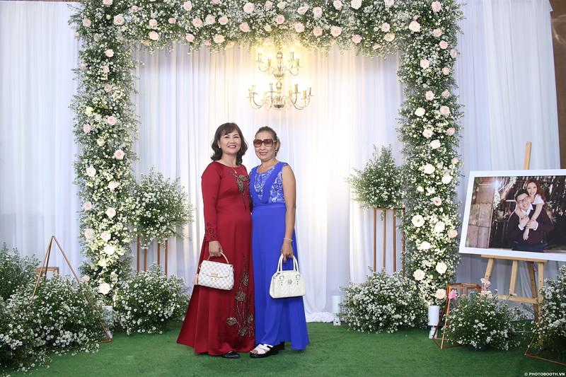Vy-Cuong-wedding-instant-print-photo-booth-in-Bien-Hoa-Chup-hinh-lay-lien-Tiec-cuoi-tai-Bien-Hoa-WefieBox-Photobooth-Vietnam-014.jpg