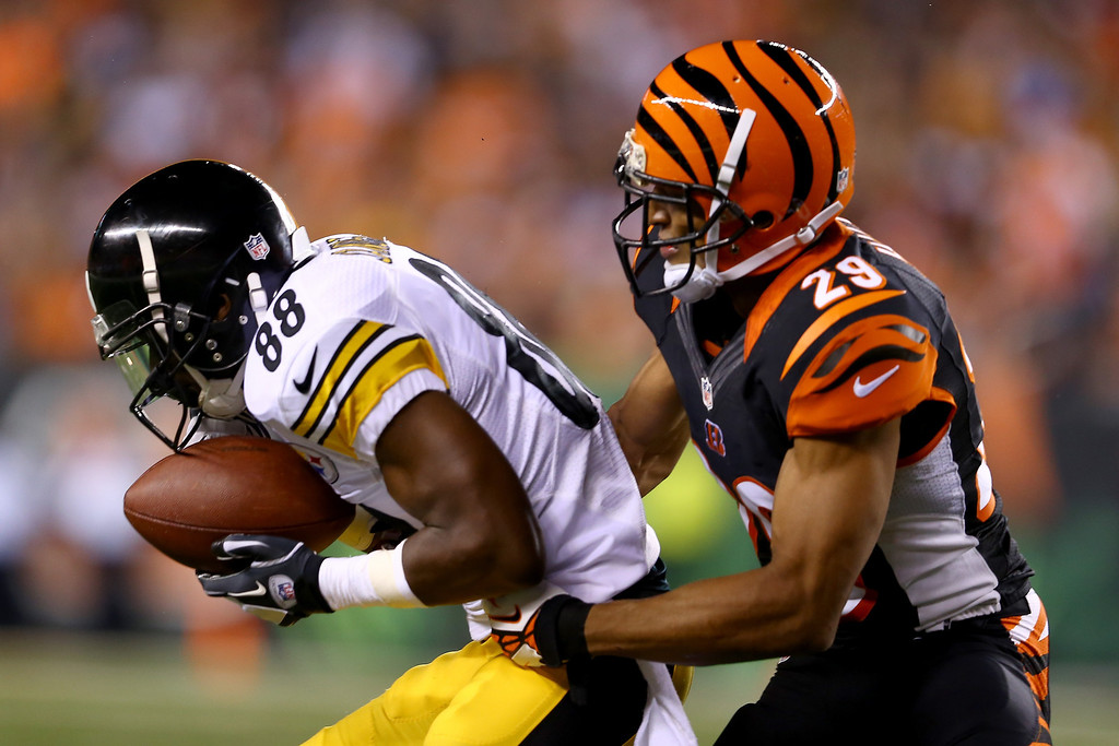 . Wide receiver Emmanuel Sanders #88 of the Pittsburgh Steelers with the ball against cornerback Leon Hall #29 of the Cincinnati Bengals in the second quarter at Paul Brown Stadium on September 16, 2013 in Cincinnati, Ohio.  (Photo by Andy Lyons/Getty Images)