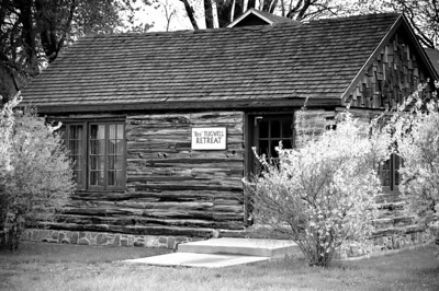 Log Cabin B&W