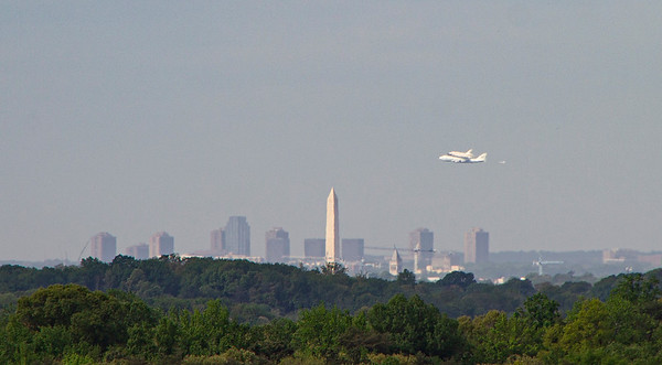 Shuttle Discovery over DC!