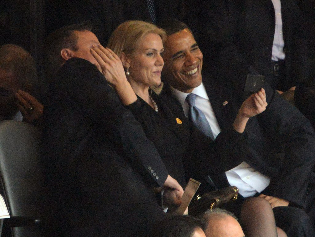 """. <p>1. SELFIES <p>Taking them at memorial services is a great way to prove you�re a self-absorbed ass. (unranked) <p><b><a href=\'http://www.nydailynews.com/news/politics/president-obama-poses-funeral-selfie-article-1.1543188\' target=\""""_blank\""""> HUH?</a></b> <p>   <p>OTHERS RECEIVING VOTES <p> Star Tribune building, Mack Brown, Mark Prior, Evan Lysacek, Pharaoh Brown, Ted Cruz coloring book, Mike Rice, Samantha Scheibe, Jason Kidd & Lawrence Frank, Super Bowl XLVIII tailgating, Lamar Odom, Kanye West, Jay Cutler, Nate Burleson, Rob Gronkowski, Kobe Bryant, Lindsay Lohan & Paris Hilton, Jang Song Thaek, Ohio State Buckeyes, Brazil soccer fans, Carrie Underwood, Benjamin Netanyahu, Jeff Triplette, Aron Ralston, George Steinbrenner & Marvin Miller, Vladimir Putin, Roy Halladay, Tyrann Mathieu�s knee, Bob Filner, Richard Sherman, Oregon Ducks� snowball fights. <p> <br><p> <i>Kevin Cusick talks fantasy football, and whatever else comes up, with Bob Sansevere and �The Superstar� Mike Morris on Thursdays on Sports Radio 105 The Ticket. Follow him at <a href=\'http://twitter.com/theloopnow\'>twitter.com/theloopnow</a>.</i>    (Roberto Schmidt/AFP/Getty Images)"""