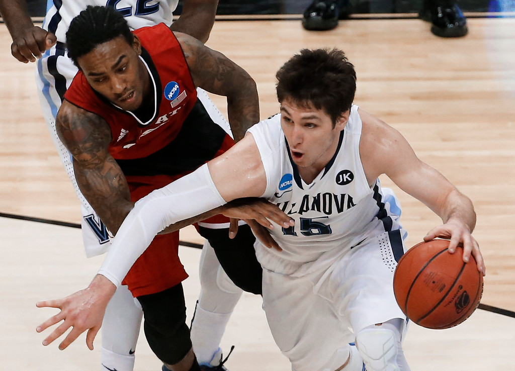 . Villanova\'s Ryan Arcidiacono, right, drives on North Carolina State\'s Anthony Barber during the second half of an NCAA college basketball tournament Round of 32 game Saturday, March 21, 2015, in Pittsburgh. (AP Photo/Gene J. Puskar)