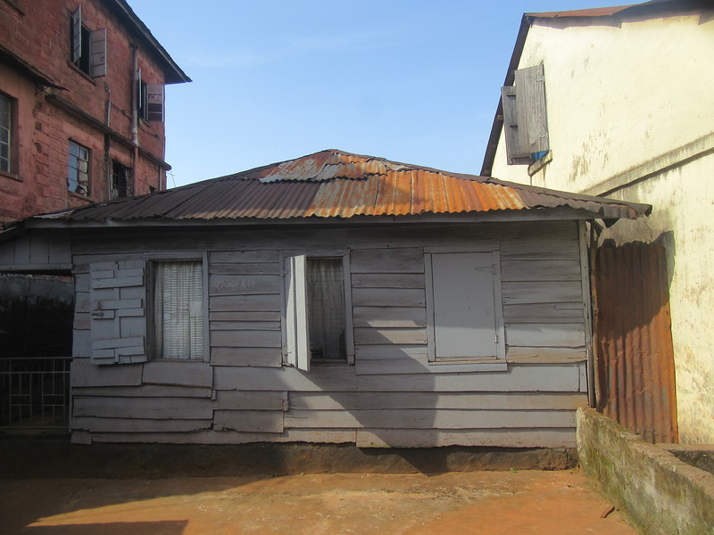 011_Freetown. Clin Town. Fourah Bay Road. Kriots House (first settlers). Wood Construction. 100-200 years-old.JPG