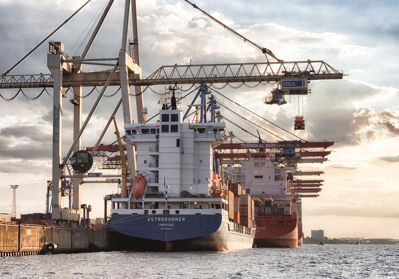 Burchardkai Hamburg mit Containerschiffen