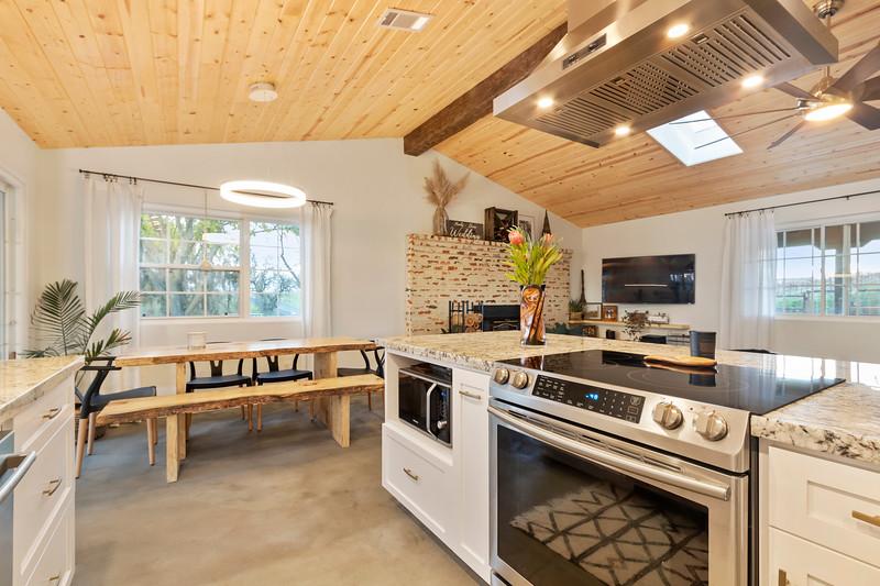 2945 Geneseo 18 Kitchen.jpg