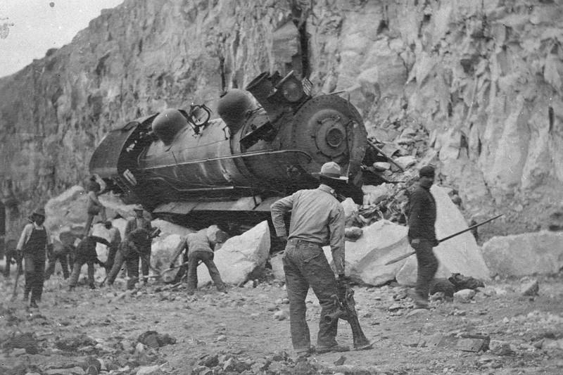 Salt-Lake-Route_3415-wreck-near-Farrier_1911_03.jpg