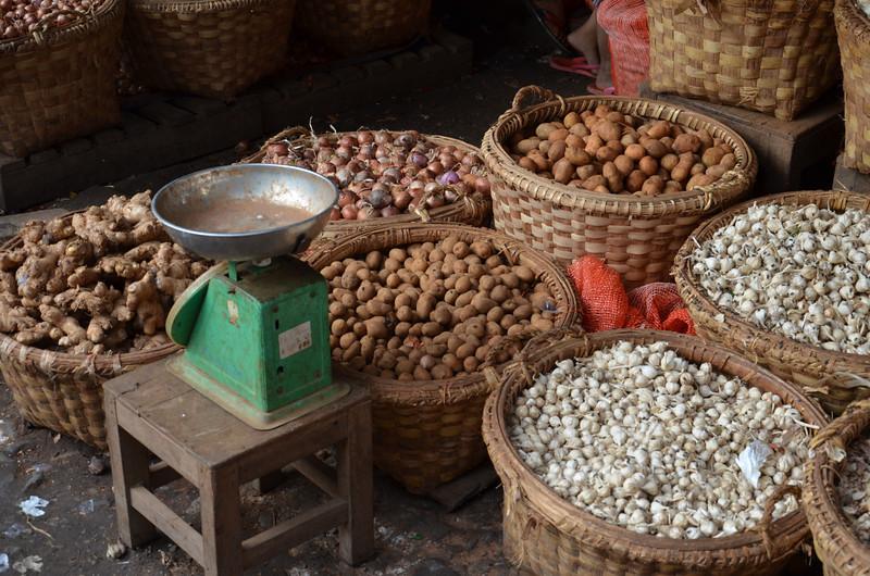 DSC_4891-potatoes-and-garlic.JPG