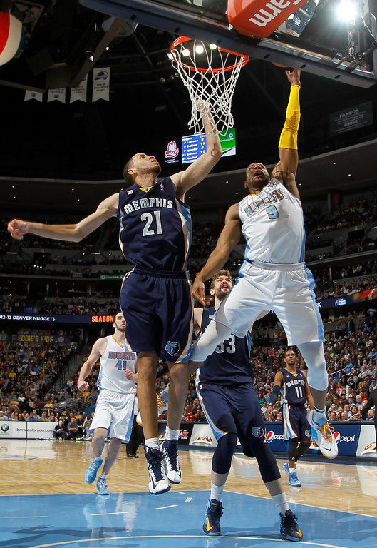. Denver Nuggets guard Andre Iguodala, right, goes up for a basket as Memphis Grizzlies forward Tayshaun Prince covers in the fourth quarter of the Nuggets\' 87-80 victory in an NBA basketball game in Denver, Friday, March 15, 2013. (AP Photo/David Zalubowski)