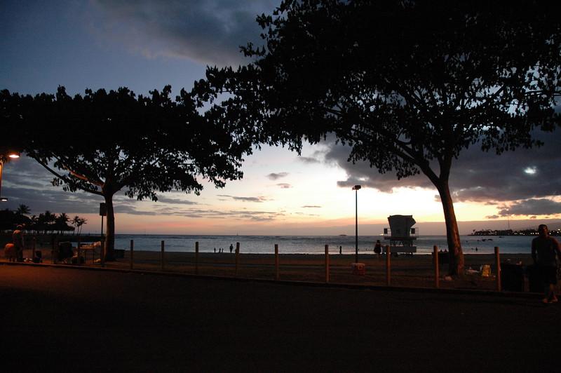 Hawaii - Ala Moana Beach Sunset-205.JPG