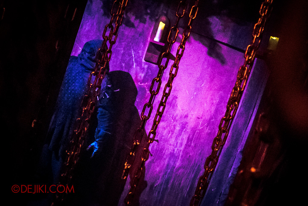 Halloween Horror Nights 6 - Salem Witch House / The Dungeon and Executor