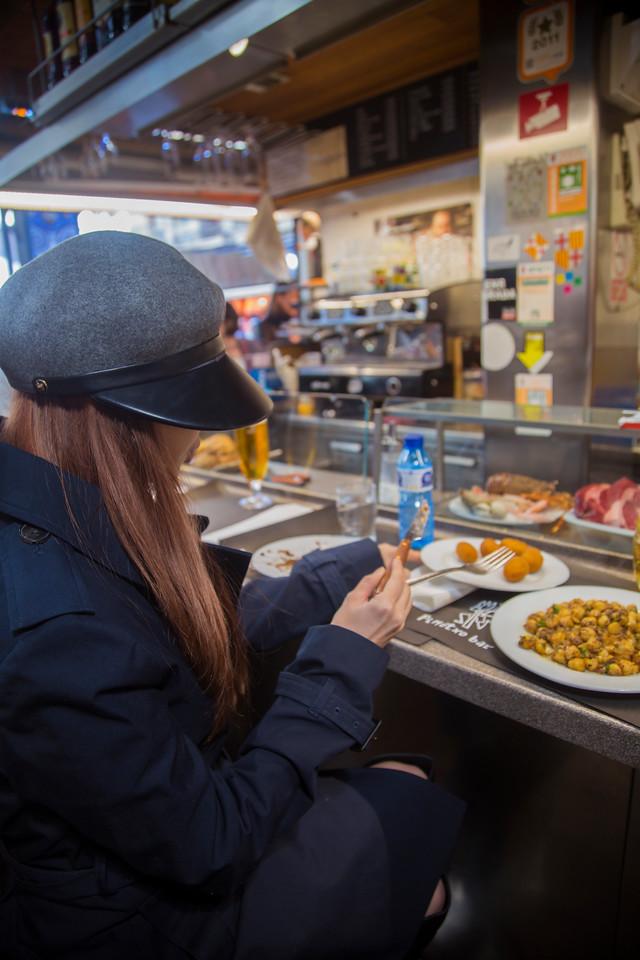 girl pinotxo bar La Boqueria Market