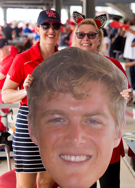 UH linebacker Cameron Doubenmier w/mother and grand mother