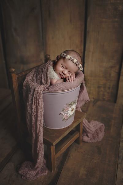 Newborn Lore-8.jpg
