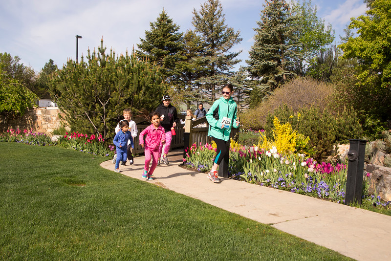 TulipFestHalfMarathon_Runners_Gardens_2015_IMG_5432.jpg