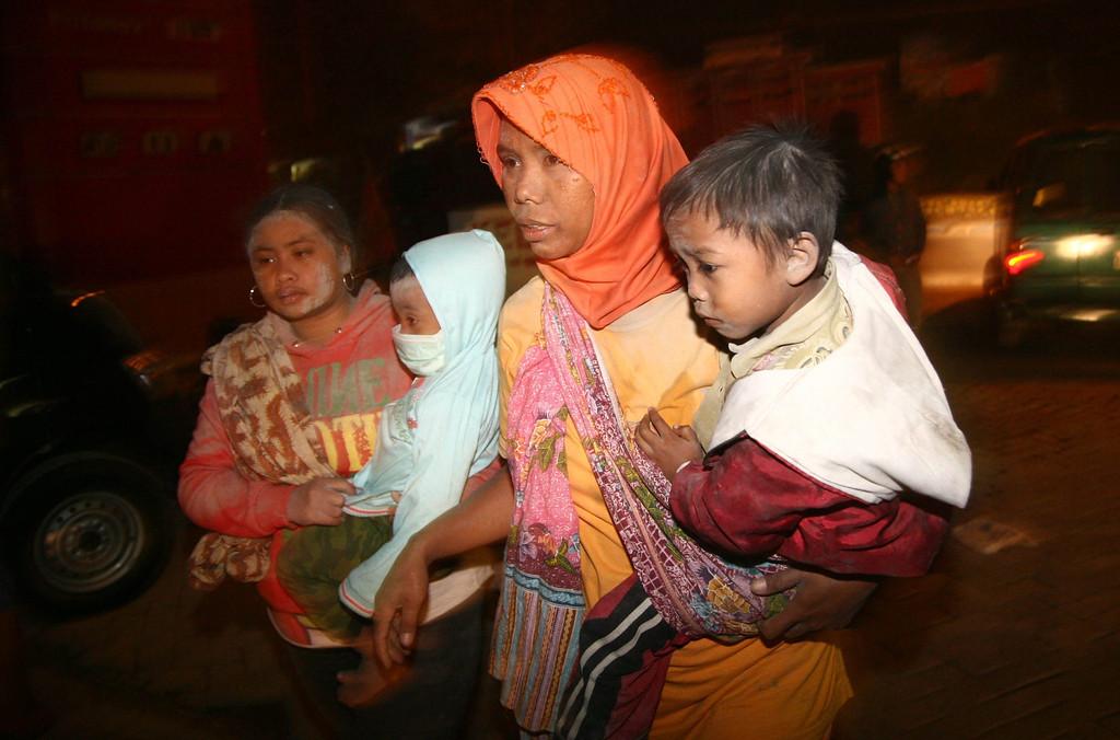 . Indonesian villagers flee their village after mount Kelud erupt in Kediri, East Java, Indonesia, 14 February 2014.  EPA/STR
