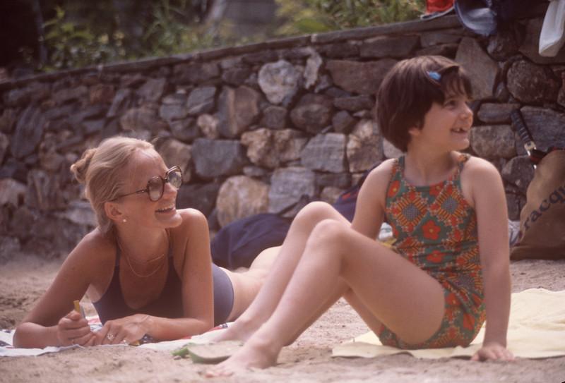 1977-07 Bonnie Black & Bonnie Ricca.jpg