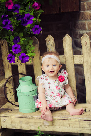 6 Month Photoshoot - Chubby Cheeks Photography
