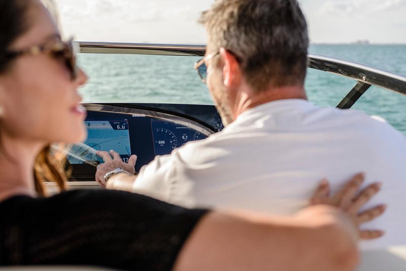 2020-SLX-R-310-outboard-lifestyle-38.jpg