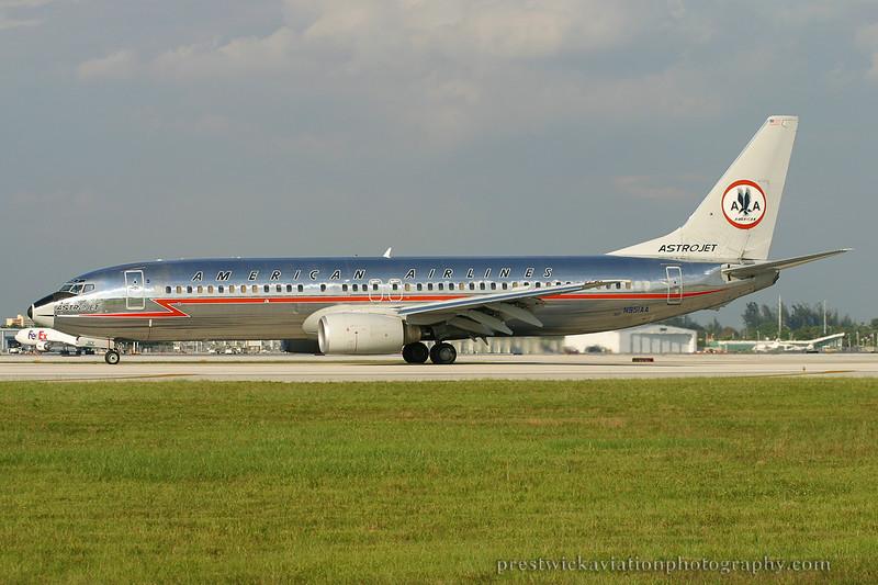 N951AA. Boeing 737-823. American. Miami. 270904.