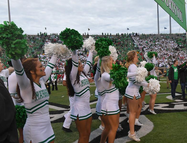 cheerleaders0521.jpg
