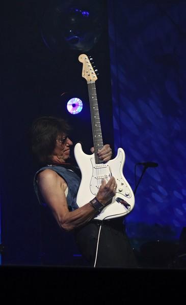Jeff Beck Bluesfestival Grolloo 08-06-18 (3).jpg