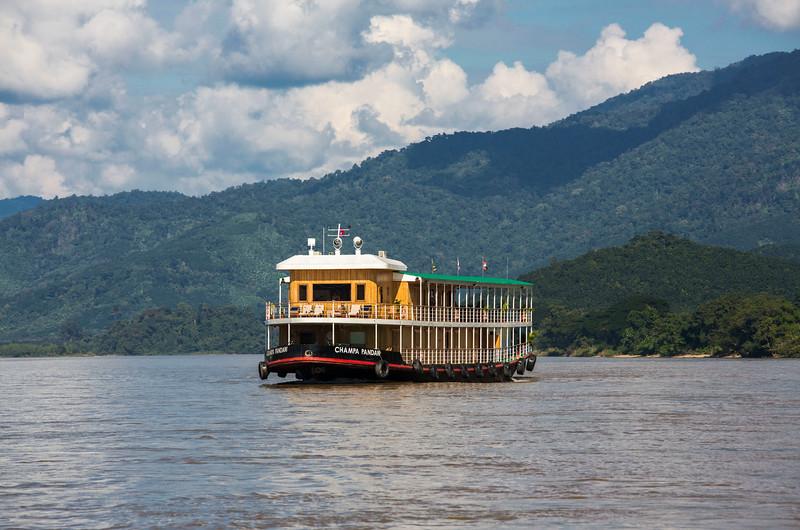 laos-to-china_38333809402_o.jpg