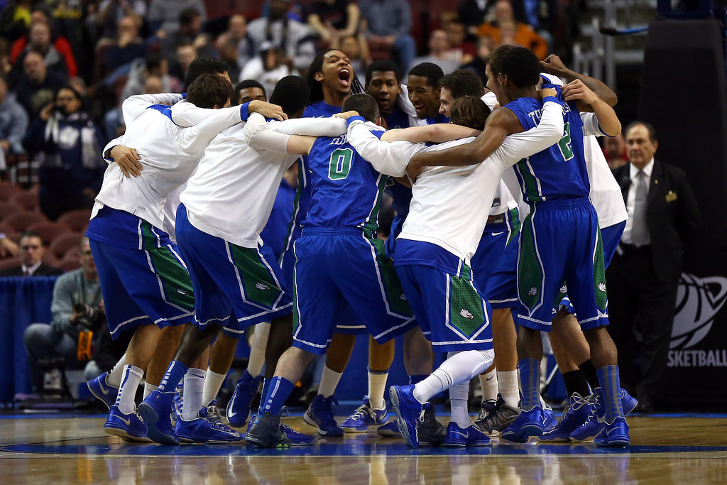 . PHILADELPHIA, PA - MARCH 22:  The Florida Gulf Coast Eagles players huddle up prior to playing against the Georgetown Hoyas during the second round of the 2013 NCAA Men\'s Basketball Tournament at Wells Fargo Center on March 22, 2013 in Philadelphia, Pennsylvania.  (Photo by Elsa/Getty Images)