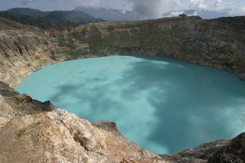 IN155-Kelimutu lake#turquoise.JPG