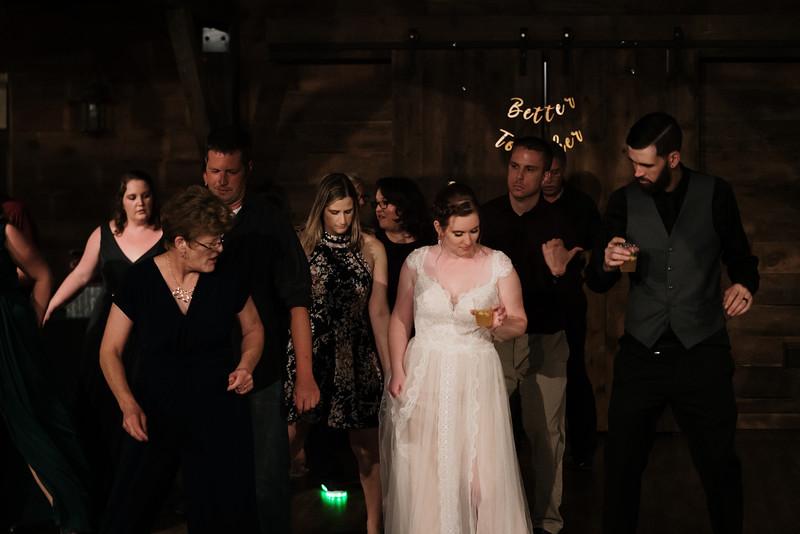 rustic_ohio__fall_barn_wedding-487.jpg