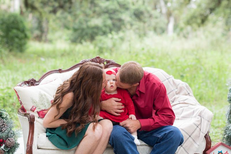 Holiday Minis- Heliin Family-7.jpg