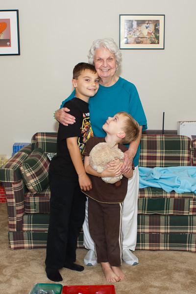 20131010_grandma_and_boys_0136.jpg