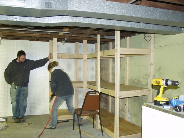 Chuck_Andi_building_shelves2.jpg