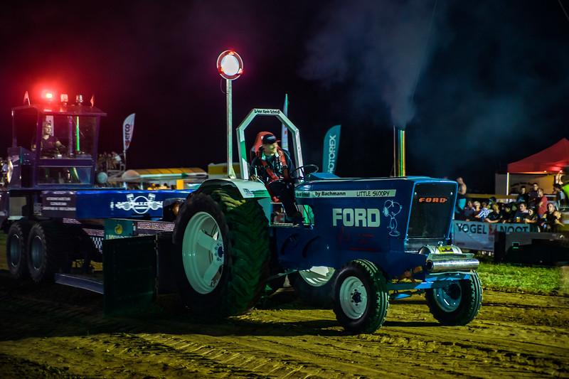 Tractor Pulling 2015-01825.jpg