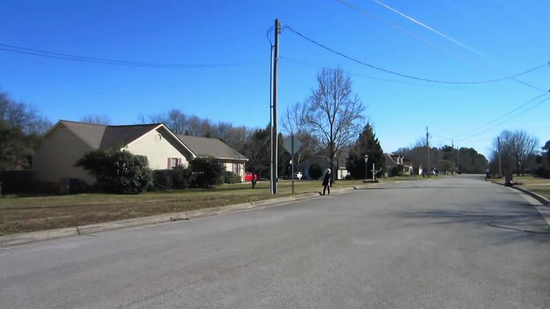 8 minutes video of a Sunday walk around the neighborhood.